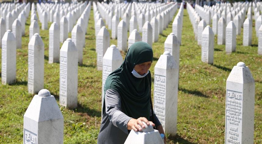 Neste 25.º aniversário do massacre, foram enterradas mais nove vítimas mortais.