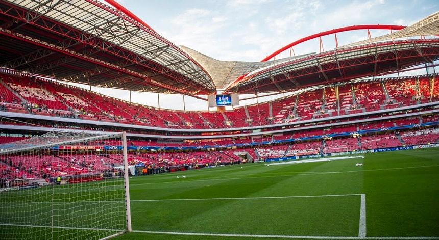A Liga Portuguesa de Futebol Profissional quer testar um jogo com espaços entre adeptos.