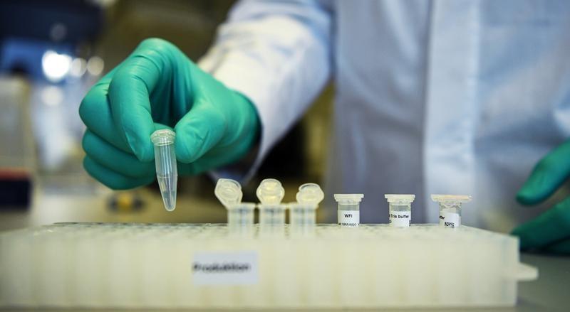 Imagens do laboratório da CureVac em Tuebingen, na Alemanha.