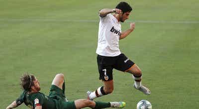Gonçalo Guedes marca mais um golo monumental
