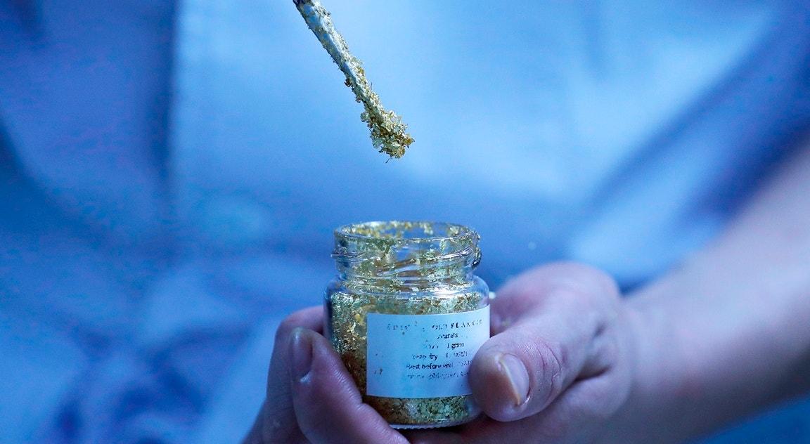 Flocos comestivei dourados   Luong Thai Linh - EPA