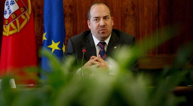 """""""A ideia é trabalharmos mais e melhor para termos um país cada vez mais a produzir riqueza"""", argumentou o ministro da Economia, Álvaro Santos Pereira"""