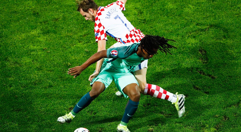 No jogo dos oitavos de final frente à Croácia, Renato Sanches é suplente e volta a entrar no início da segunda parte