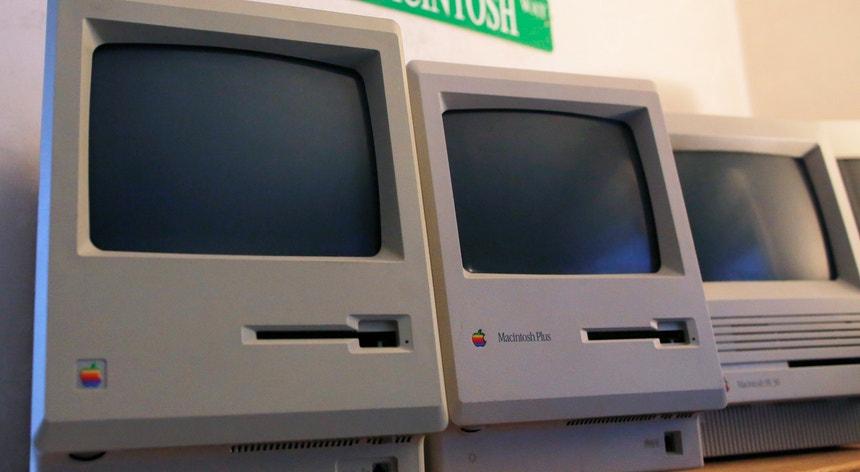 O primeiro computador Macintosh, exposto agora no Vintage Mac Museum, em Massachusetts, nos EUA.