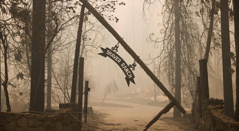 Uma entrada para o Rancho Shaver danificado pelo Creek Fire em Shaver Lake, Califórnia. |Stephen Lam/Reuters