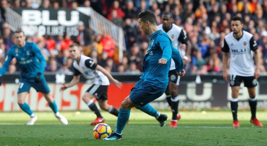 Cristiano Ronaldo bisa de penálti no triunfo do Real Madrid 4-1 em Valência