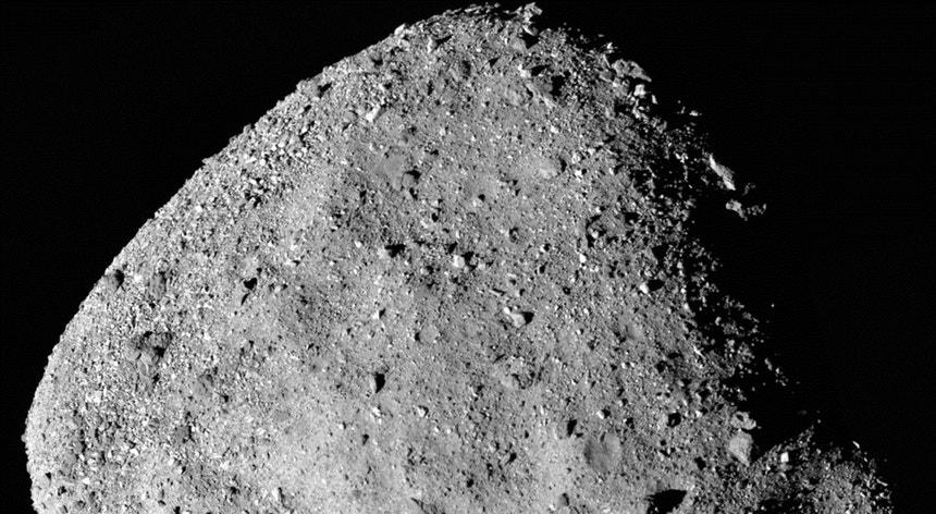 A sonda OSIRIS-REx da Agência Espacial Americana (NASA) captou uma nova imagem do gigantesco asteroide Bennu.
