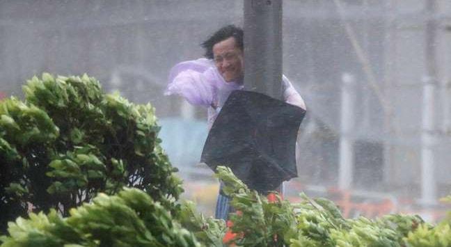 O tufão em Macau acabou por fazer apenas alguns danos materiais