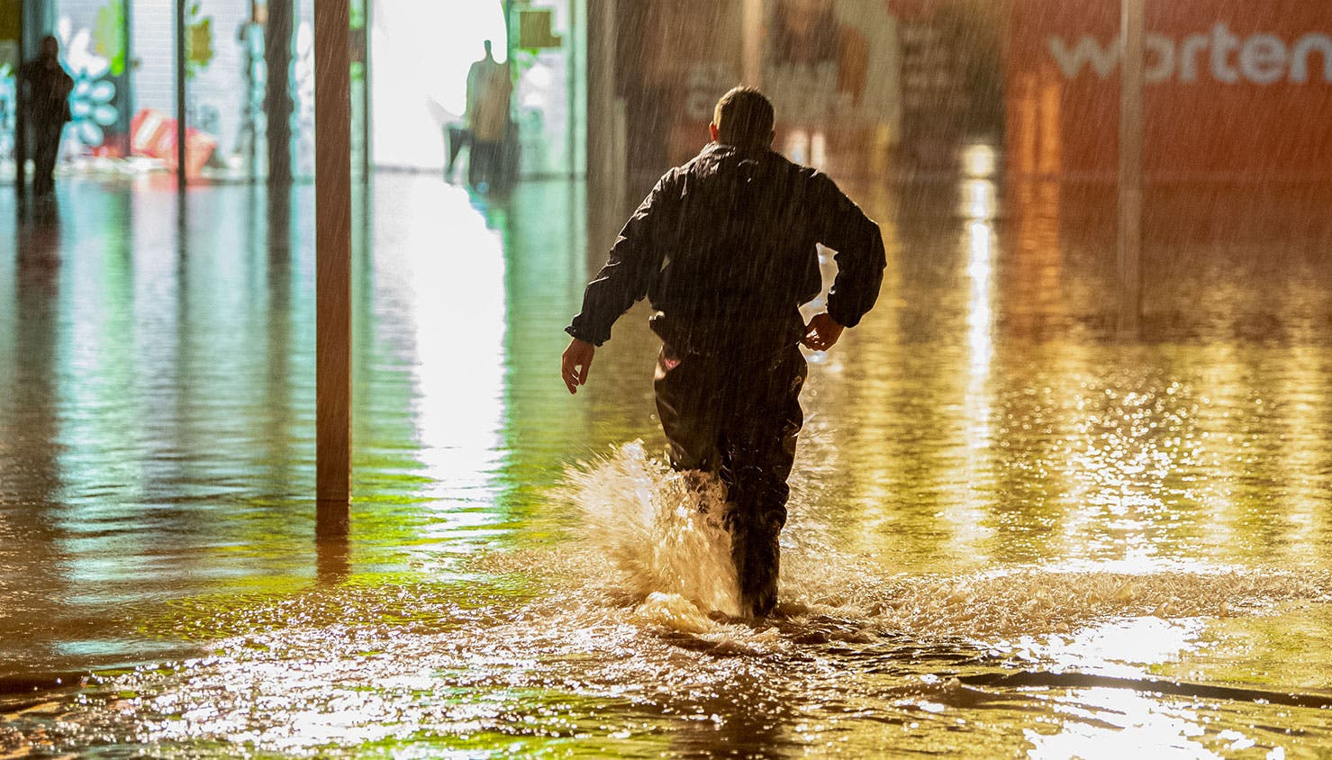 Inundações na zona da Maia, junto ao Complexo Comercial Maia Jardim | Rui Manuel Farinha - Lusa