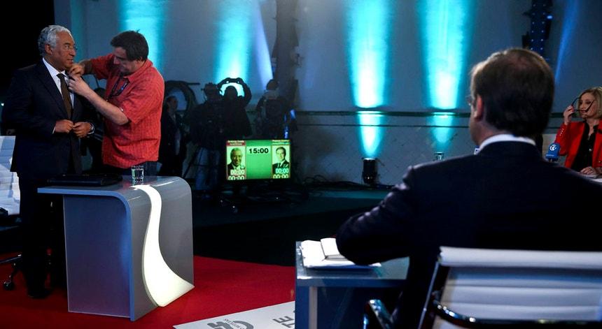 António Costa e Passos Coelho enfrentaram-se esta quinta-feira no último debate entre os dois antes das legislativas.