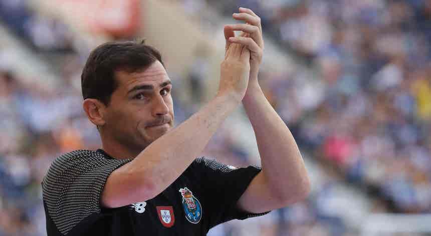 """Iker Casillas diz que """"chegou o momento de dizer adeus"""""""