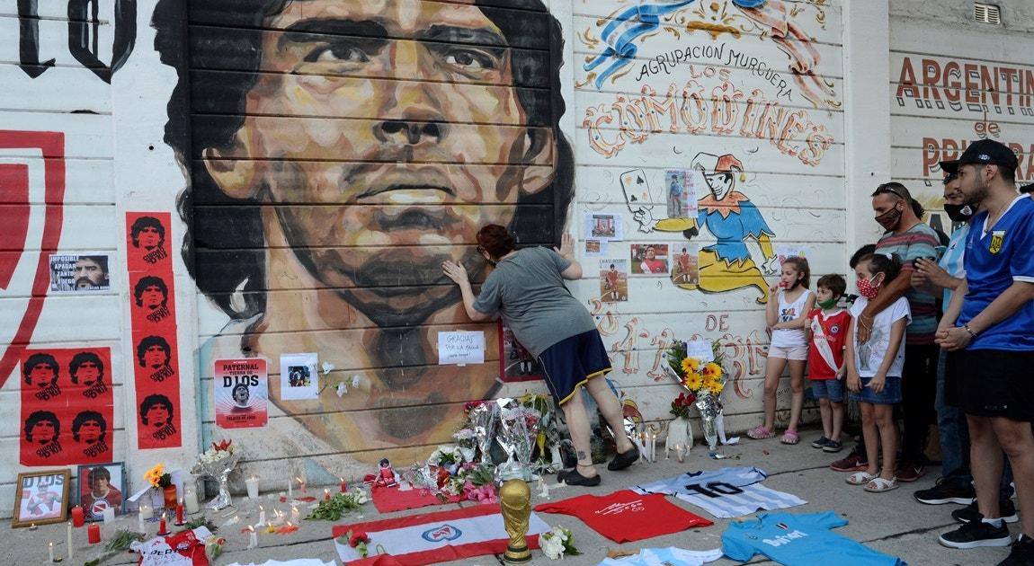 2020. Adeptos de luto por Maradona   Magali Druscovich - Reuters