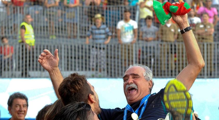 O treinador Mário Narciso tem ajudado a impulsionar o futebol de praia a nível de seleções