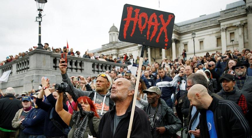 Manifestação em Londres a 29 de 08 2020, contra as restrições impostas pela pandemia, considerada uma 'fraude'