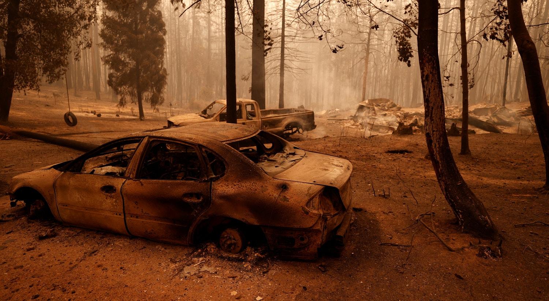 Carros ficaram carbonizados em Berry Creek, California. | REUTERS/Fred Greaves/Reuters