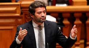 """Ferro diz que uso da palavra """"vergonha"""" por André Ventura é ofensa ao Parlamento"""