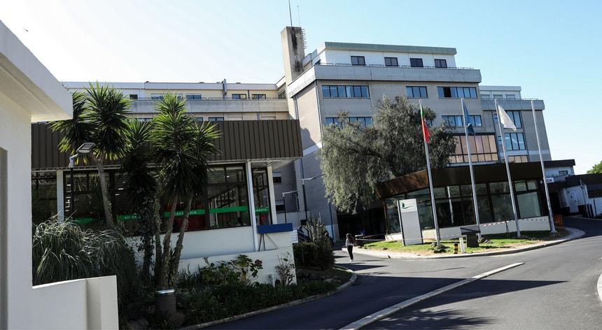 Há agora meia centena de casos de infeção por legionella relacionados com o surto do Hospital São Francisco Xavier