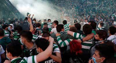 """DGS alerta para """"risco acrescido"""" dos festejos quando milhares de adeptos do Sporting estão na rua"""