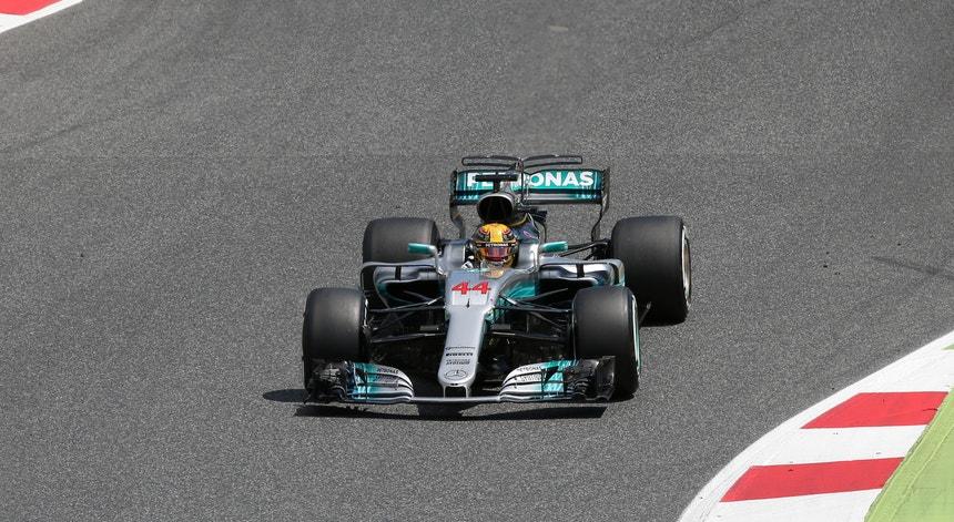 Hamilton vence em Espanha