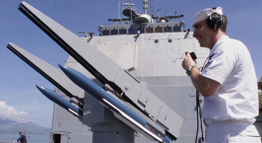 O míssil foi disparado do navio de guerra Vincennes