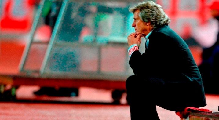 O Benfica quer sentar Jorge Jesus no banco dos réus