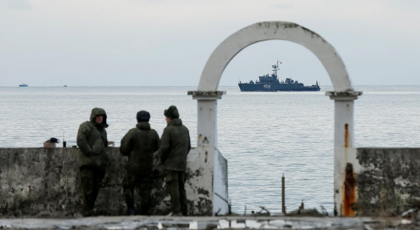 Navio militar russo afunda ao largo da costa turca