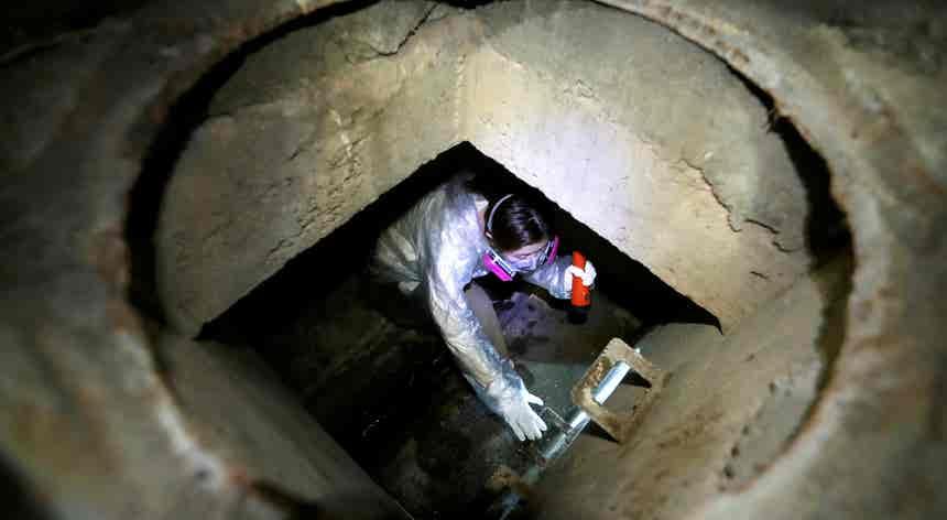 Hong Kong. Fuga pelos túneis de esgoto