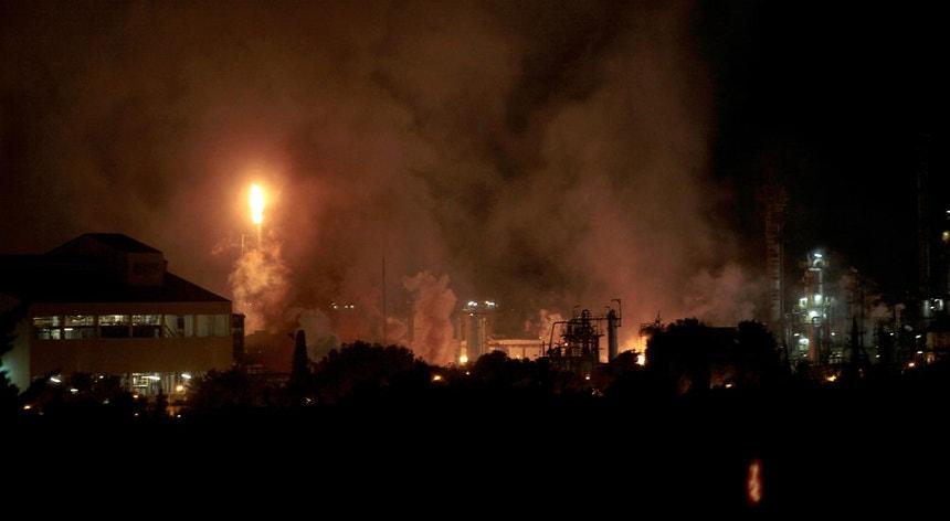 A empresa onde ocorreu a explosão dedica-se à produção de derivados de petróleo