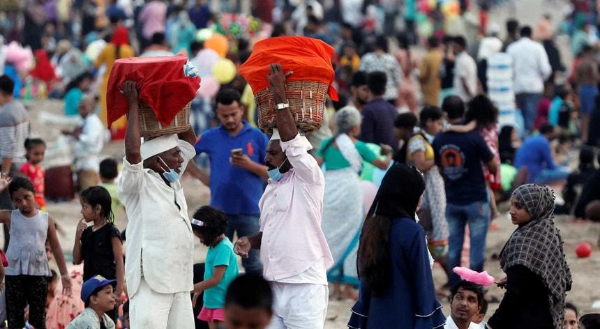 Os indianos carregam um pesado pesadelo provocado pela pandemia