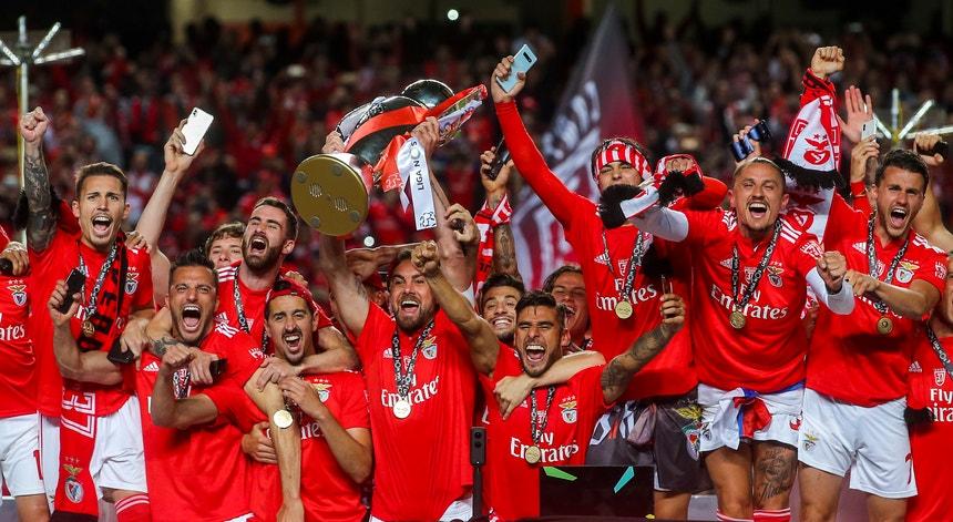 A equipa do Benfica sagrou-se campeão e agora faz as contas ao facto de ter ganho o campeonato