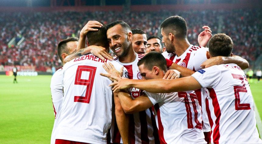 A equipa do Olynpiacos, de Pedro Martins, festeja a goleada imposta ao Krasnodar
