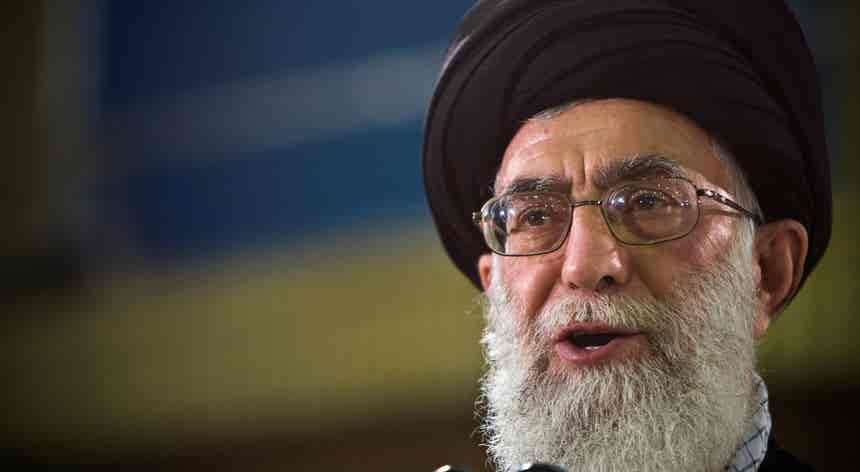Irão. Líder supremo culpa inimigos estrangeiros por protestos violentos