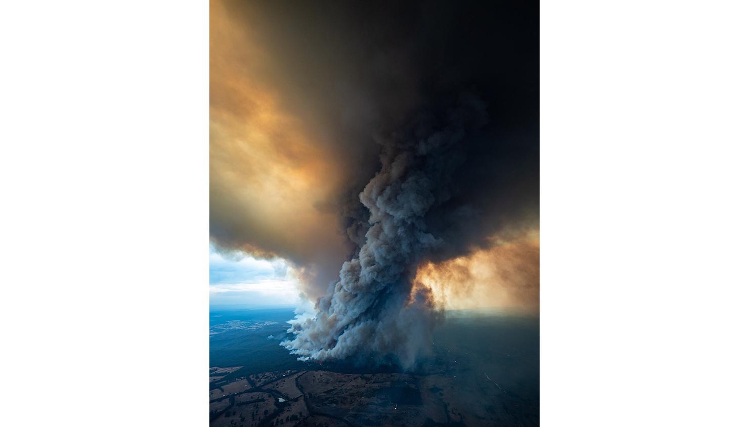 O fumo do incêndio em East Gippsland, Victoria | Departamento de Meio Ambiente, Terra, Água e Planejamento de Gippsland via EPA
