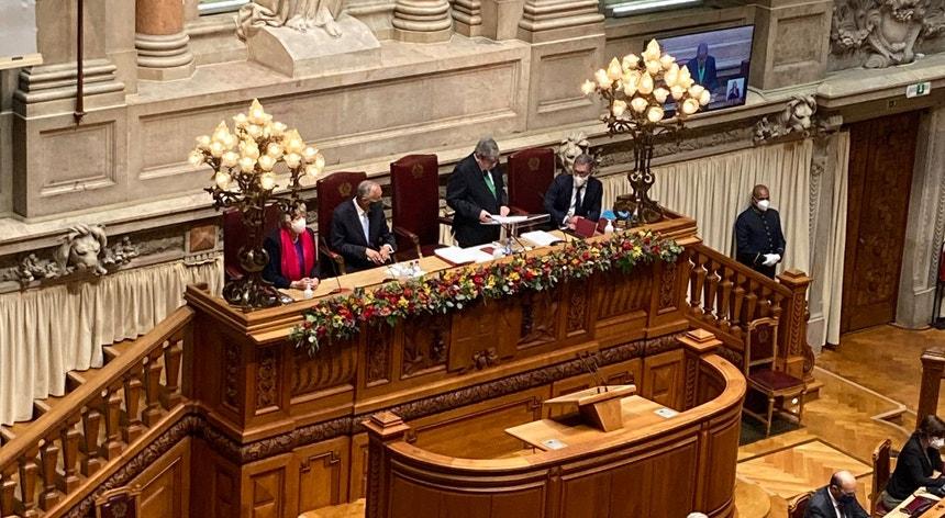 """""""Juro por minha honra desempenhar fielmente as funções em que fico investido e defender, cumprir e fazer cumprir a Constituição da República Portuguesa"""", declarou Marcelo Rebelo de Sousa."""