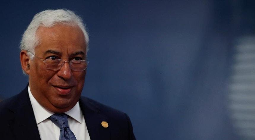 """O primeiro-ministro garante que não há, """"de forma alguma"""", algum irritante entre Portugal e Angola"""