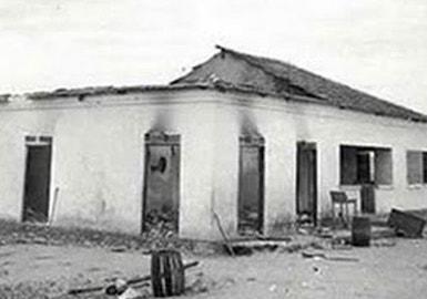 As casas dos brancos (fazendeiros e comerciantes) ficaram completamente destruídas após os ataques