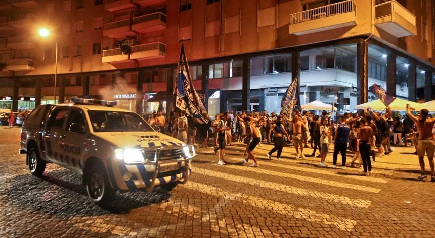 A festa saiu à rua dentro de todos os condicionalismos e por vezes esquecendo as restrições impostas pela crise sanitária