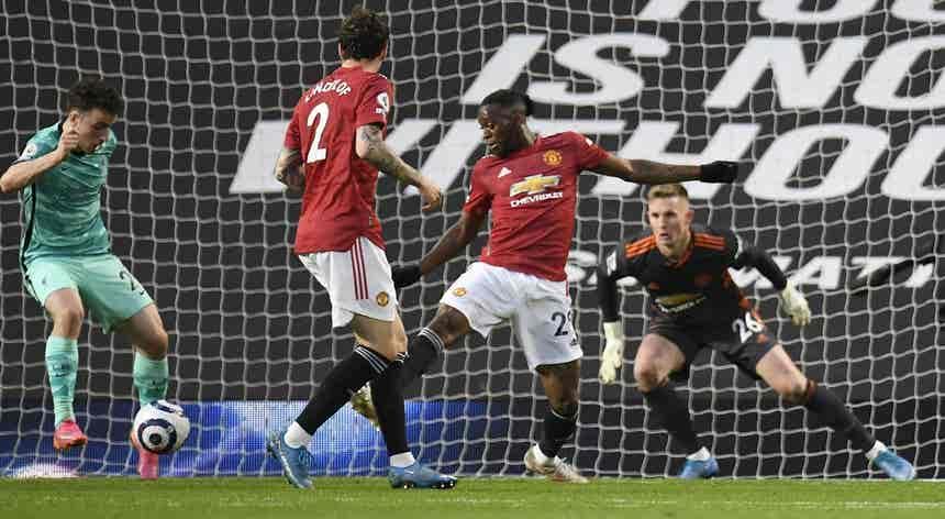 Fernandes ainda adiantou United, mas Jota abriu caminho para vitória do Liverpool