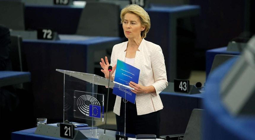 Ursula von der Leyen esta terça-feira no Parlamento Europeu