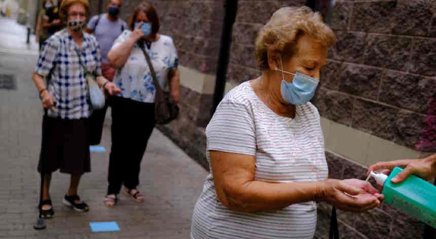 Task-force, reserva de medicamentos e uso de máscara. O Plano da Saúde da DGS para o Outono-Inverno
