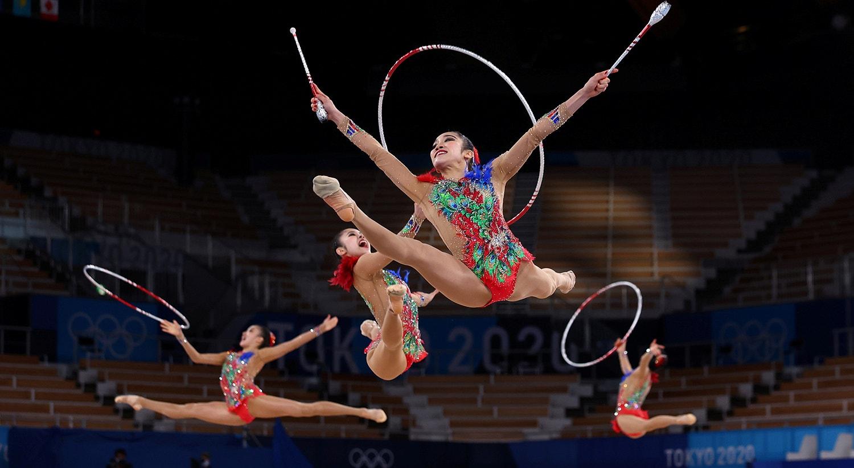 Equipa Japão em fase de classificação de Ginástica rítmica - Grupo All-Around.   Foto: Mike Blake - Reuters