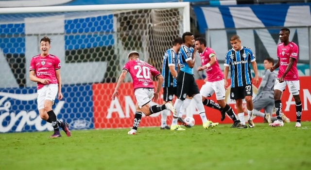 Os futebolistas da equipa equatoriana festejaram os golos de Ortiz e a qualificação na Libertadores