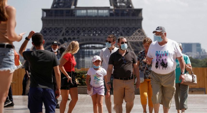 """Paris foi novamente declarada zona """"vermelha"""", com elevado risco de transmissão do novo coronavírus."""