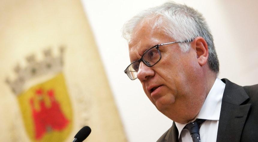 O deputado do PSD Duarte Marques reclamou mais explicações do ministro da Administração Interna e a recolha de todos os <i>kits</i> distribuídos às populações
