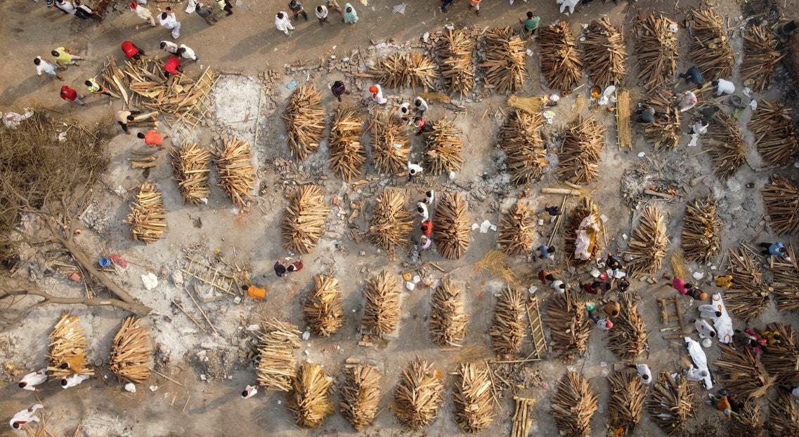Nova Deli. Piras funerárias durante o pico da pandemia | Danish Siddiqui - Reuters