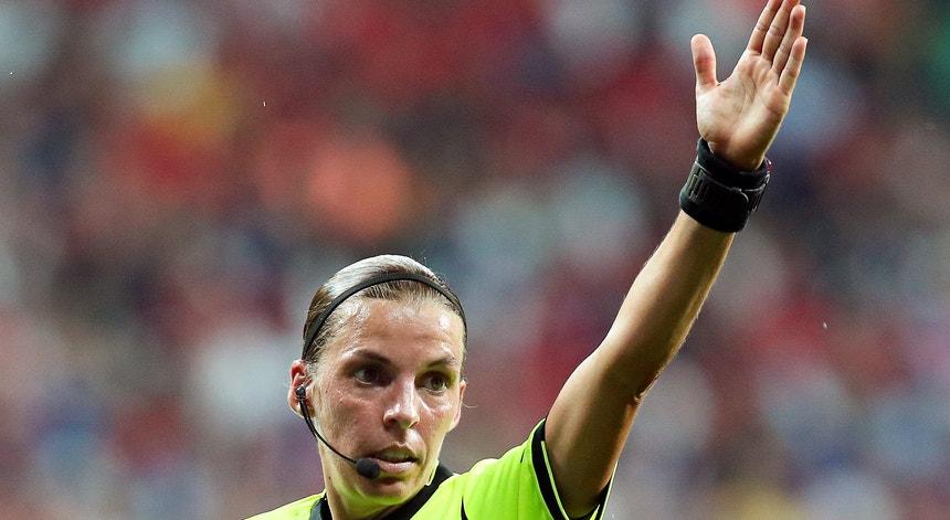 Stéphanie Frappart dirige o jogo entre Braga e Midtjylland, na cidade dos arcebispos