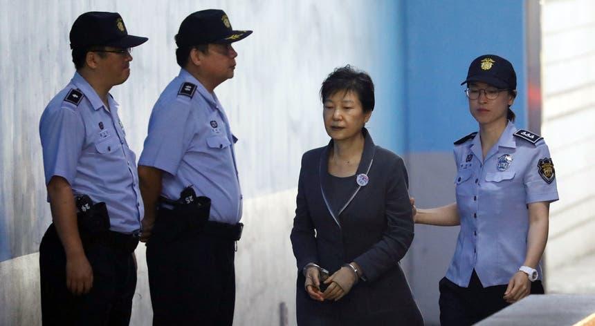 Park Geun-hye foi condenada pelo seu papel no escândalo de corrupção que eclodiu há um ano
