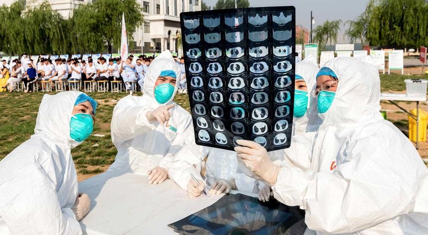Aumentou o número de pessoas infetadas com o vírus misterioso