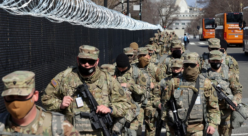 Os militares da Guarda Nacional de Washington apenas tiveram autorização para proteger o Capitólio três horas depois de o pedido ter sido feito ao Pentágono.