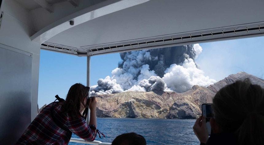 """O vulcão """"White Island"""" voltou a entrar em erupção na última madrugada"""